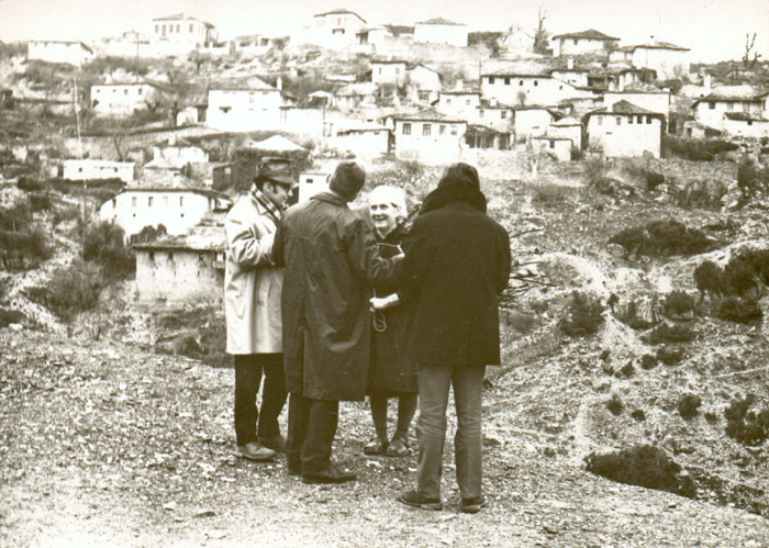 Theo Angelopoulos during the shooting of the film «Reconstruction», 1969