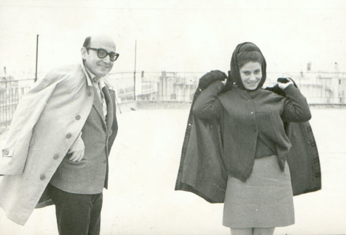 Theo Angelopoulos with Thoula Stathopoulos during the shooting of the film «Reconstruction», 1969