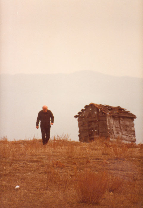 Theo Angelopoulos during the shooting of the film «Voyage a Cythera»,